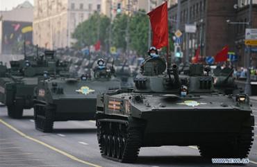 """Hàng trăm khí tài """"khủng"""" của Nga duyệt binh mừng 75 năm Ngày Chiến thắng"""