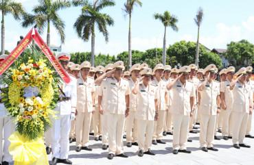 Đoàn đại biểu Đảng bộ Công an tỉnh Hà Tĩnh dâng hương báo công với Bác trước thềm Đại hội lần thứ XIV, nhiệm kỳ 2020 - 2025