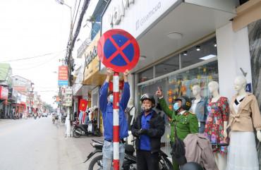 Công an TP Hà Tĩnh ra quân xử phạt phương tiện dừng, đỗ sai quy định trên nhiều tuyến đường