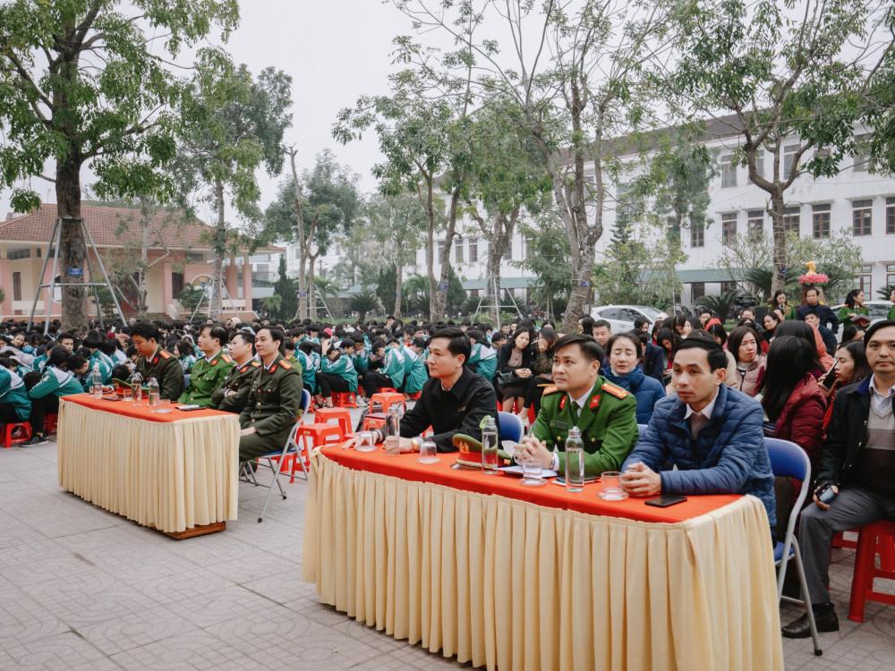 Tổ chức tuyên truyền, ký cam kết thực hiện các quy định của pháp luật về quản lý, sử dụng pháo trước, trong và sau dịp Tết Nguyên đán Tân Sửu 2021 tại trường THPT Phan Đình Phùng