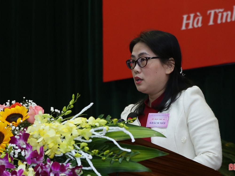 Chánh án Tòa án nhân dân tỉnh Phan Thị Nguyệt Thu báo cáo hoạt động của ngành