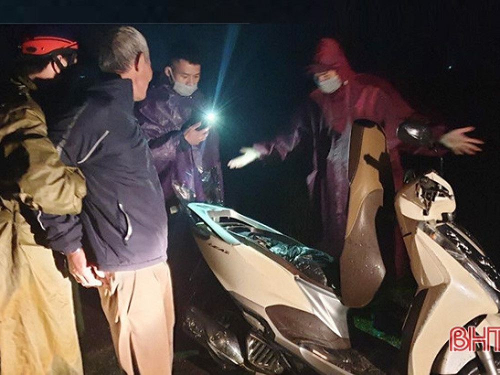 Số thuốc nổ được giấu trong cốp xe máy.