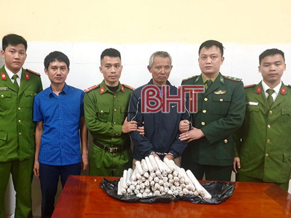 Nguyễn Bá Tân cùng tang vật bị bắt giữ