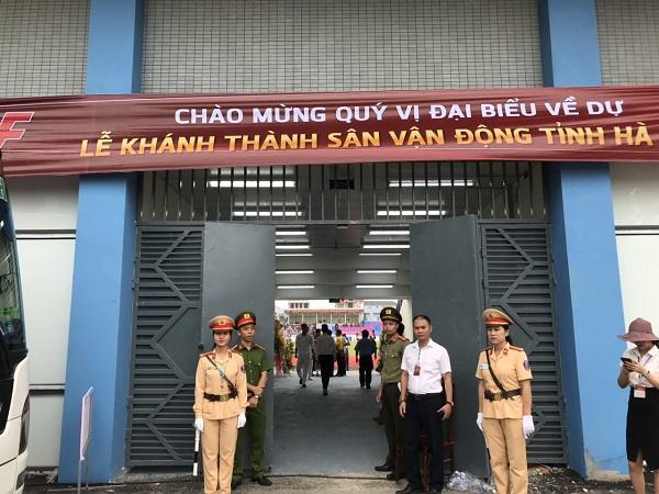 Kết quả hình ảnh cho Cảnh sát giao thông Công an thành phố Hà Tĩnh bảo vệ bóng đá